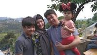 <p>Kehidupan Andhara juga terlihat lebih bahagia dengan suami dan dua anaknya. (Foto: Instagram @andharaearly)</p>