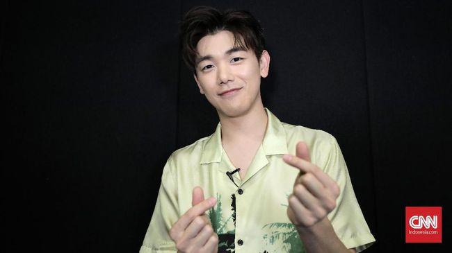 Kala bertandang ke Jakarta untuk konser solo pertama, Eric Nam menunjukkan dirinya yang supel dan mampu berkomunikasi tanpa batasan dengan siapa pun.