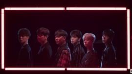 Live Streaming Penampilan iKON di TikTok Stage Live