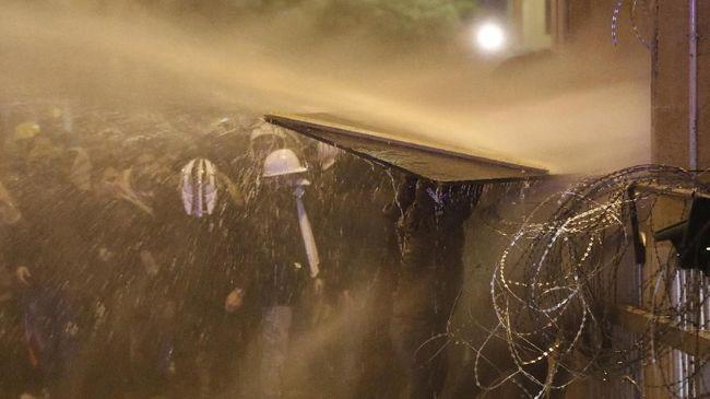 Situasi di Tunis, ibu kota Tunisia memanas setelah demo anti kekerasan polisi dan kondisi pemerintahan yang kacau terus berlangsung berhari-hari.