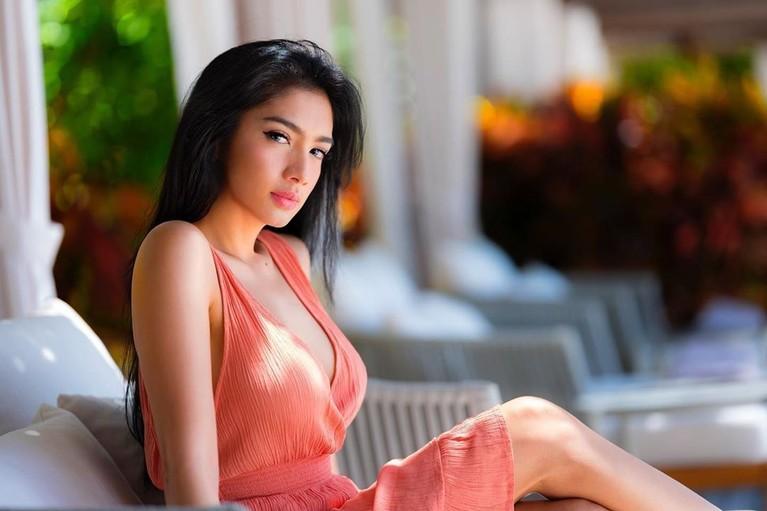 Angel Karamoy bikin heboh netizen karena mengunggah foto seksi saat liburan ke Labuan Bajo, Flores, NTT. Berikut 7 foto seksi Angel Karamoy saat Liburan.