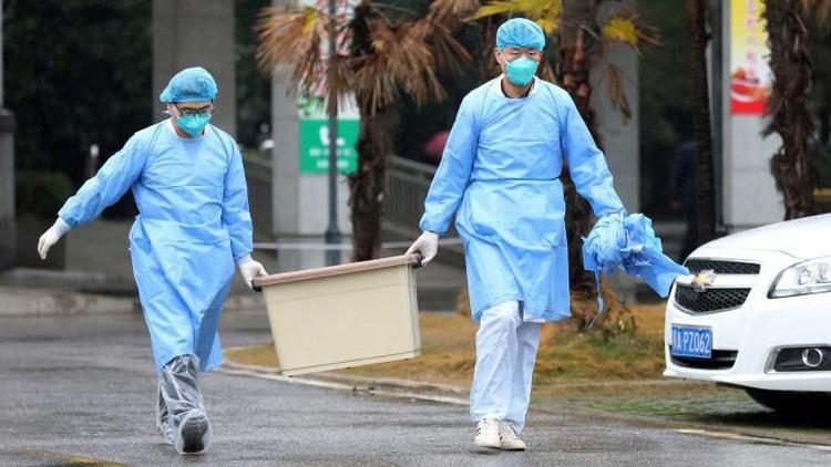 Badan Kesehatan Dunia (WHO) umumkan status darurat dunia mengingat virus corona hingga kini telah membunuh 212 orang di China. Tetap waspada dan jangan panik.