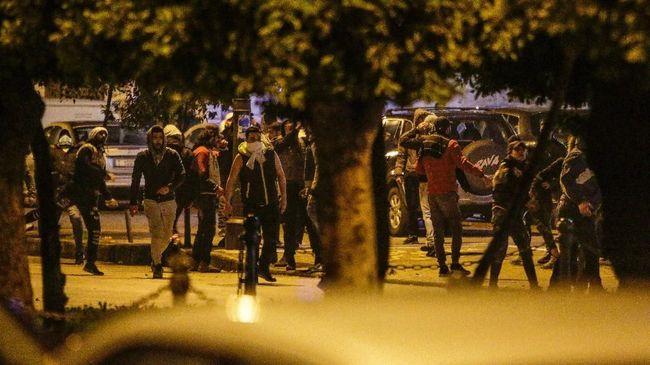 Serangkaian peristiwa terjadi pada Senin (10/8) mulai dari kerusuhan di Chicago hingga PM Libanon mengundurkan diri pascaledakan Beirut.