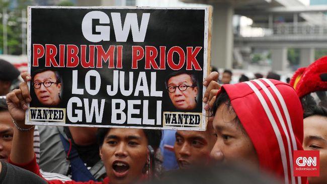Pengunjuk rasa menilai pernyataan Yasonna Laoly melukai hati warga Tanjung Priok. Yasonna didesak untuk minta maaf karena menyebut Priok kriminal.