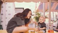 Foto-foto di galeri Instagram-nya mayoritas adalah foto kedua anaknya. (Foto: Instagram @dahliachr)