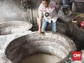 Polisi Gerebek Pabrik Bihun Bercampur Kecoa di Sumsel