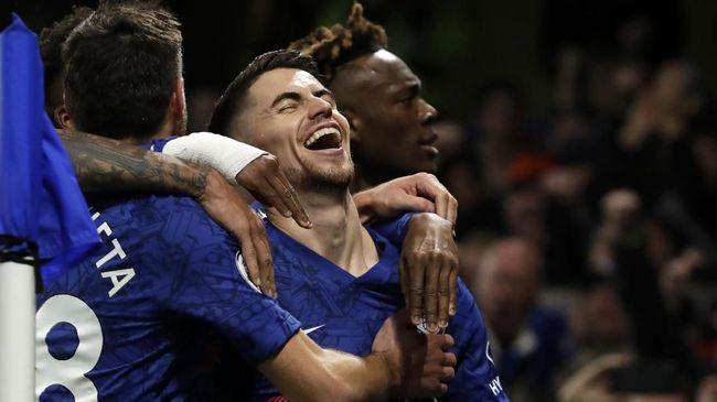 Chelsea bermain imbang 2-2 saat dijamu Leicester City pada pekan ke-25 Liga Inggris di Stadion King Power, Sabtu (1/2) waktu setempat.