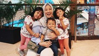 <p>Dari pernikahannya dengan Desta, Natasha Rizky dikaruniai tiga orang anak yakni Megumi Arrawda Sachi, Mishka Arrawfa Najma, dan Miguel Arrawsya Janied. (Foto: Instagram @natasharizkynew)</p>
