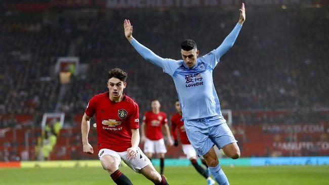 Klasemen Liga Inggris mengalami sedikit perubahan setelah Manchester United takluk dari Burnley pada Kamis (23/1) dini hari WIB.