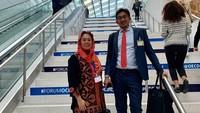 <p>Yenny juga kerap mengajak sang suami untuk menemaninya di sebuah forum yang diadakan di luar negeri. (Foto: Instagram @yennywahid)</p>