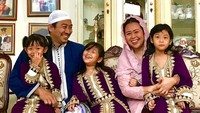 <p>Yenny Wahid dan Dhohir Farisi menikah di 2009 dan telah dikaruniai tiga anak. Foto: Instagram @yennywahid)</p>