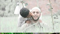 <p>Kali ini Syekh Ali Jaber berfoto dengan anak pertamanya, Hasan. (Foto: Instagram @syekh.alijaber)</p>