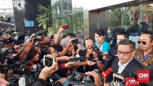 Sekjen PDIP Hasto Kristiyanto menyebut partainya memilih Harun Masiku sebagai anggota DPR karena punya latar belakang yang mumpuni.