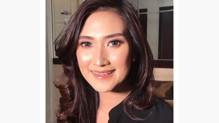 Amanda Nurani, sosok pedagang tahu yang tengah viral. Penampilannya membuat Amanda menjadi perbincangan di media sosial.