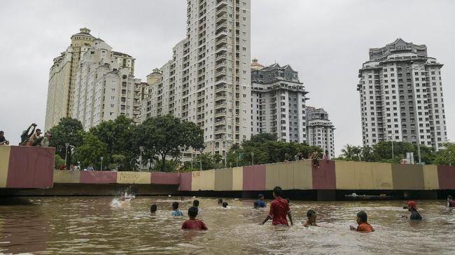 DPRD DKI Jakarta menyebut Pemprov DKI mengabaikan pembangunan drainase di saat aktif membangun jalan.