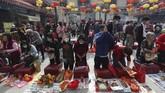 Masyarakat dunia merayakan Tahun Baru Imlek dengan berbagai kegiatan.