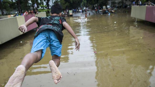Dinas Bina Marga DKI Jakarta menyatakan kapasitas pompa milik PPK Kemayoran di Underpass Gandhi Kemayoran, belum memadai untuk menangani banjir.