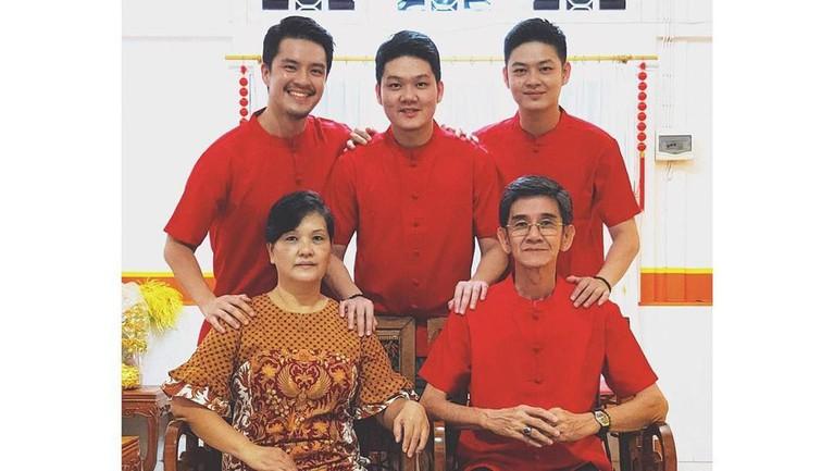 Di tengah kesibukkannya, Morgan Oey menyempatkan waktunya berkumpul bersama keluarga besarnya di Singkawang.