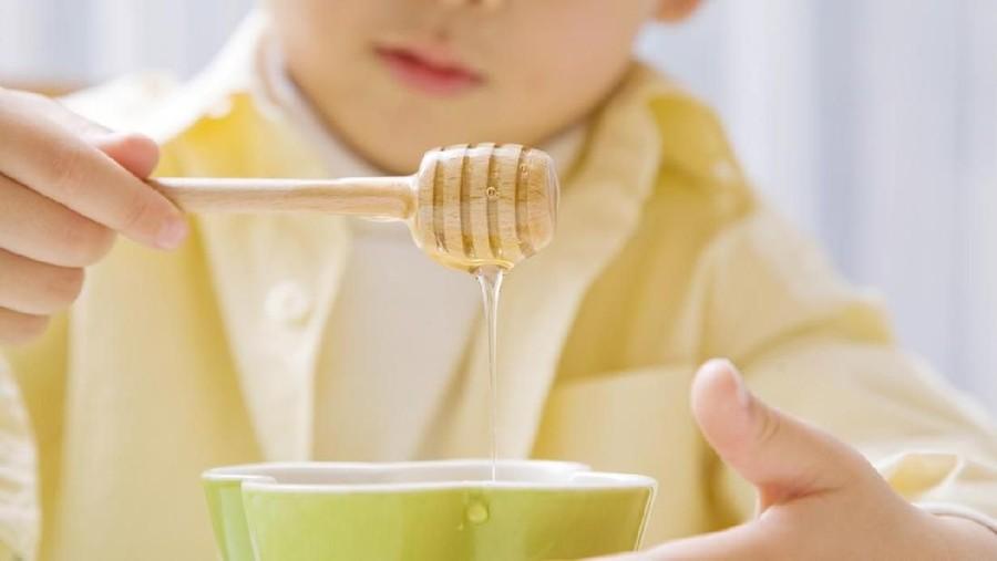 5 Manfaat Madu untuk Kesehatan Anak: Sumber Energi hingga Redakan Alergi