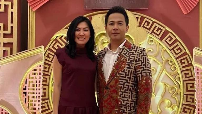 Momen Imlek 2020 menjadi yang pertama kalinya bagi Delon Thamrin merayakan bersama sang istri tercinta, Aida Noplie Chandra.