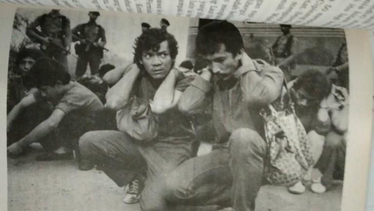 Tujuh fakta dari sosok almarhum Johny Indo yang sempat mendapatkan julukan Robin Hood dari Indonesia. Hingga dirinya mendekam di Penjara Nusakambangan.