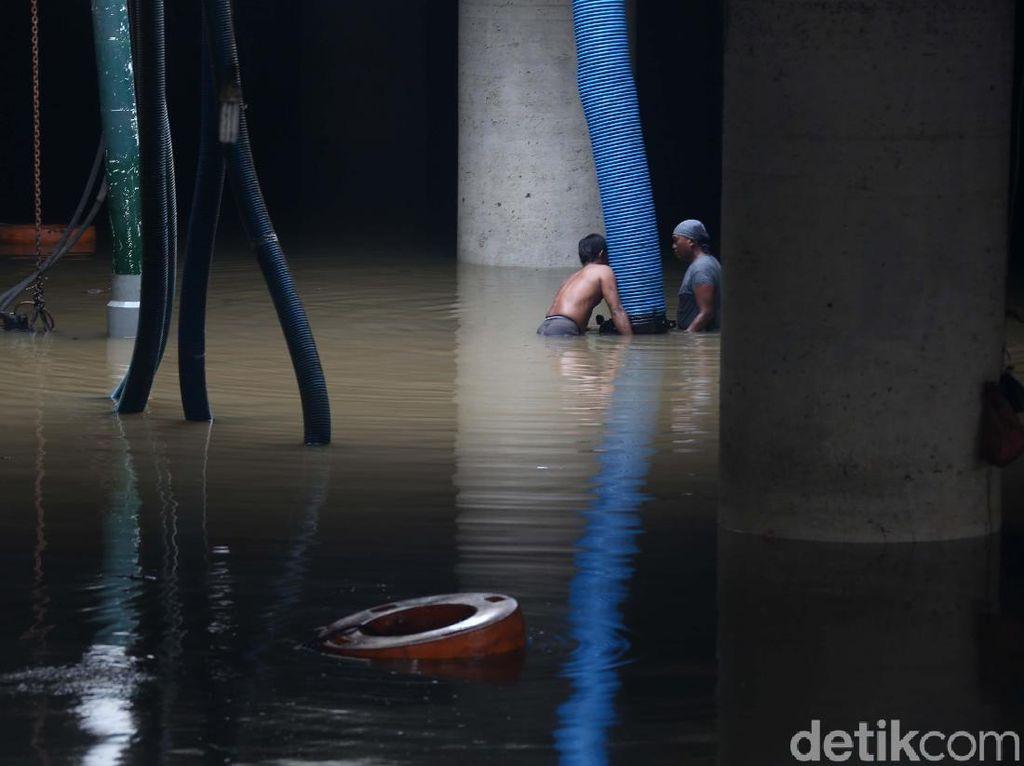 Potret Banjir di Underpass Kemayoran: Jadi Polemik, Belum Juga Surut