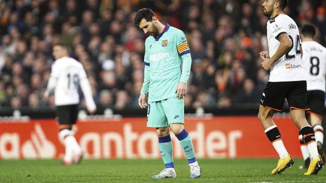 Lionel Messi mencatatkan rekor buruk dalam karier di Liga Spanyol ketika Barcelona kalah dari Valencia di Stadion Mestalla, Sabtu (25/1).