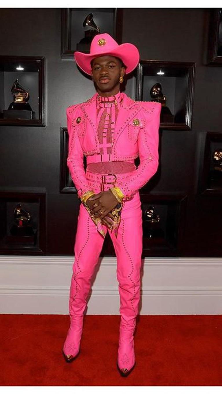 Ajang penghargaan Grammy Awards 2020 baru saja berlangsung pada Minggu (26/1) di Los Angeles. Para tamu pun hadir mengenakan pakaian terbaiknya. Ada siapa saja?