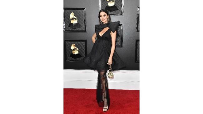 Meski begitu dinanti, ajang Grammy Awards tak lepas dari deretan busana terburuk. Tahun 2020, Heidi Klum hingga Nikita Dragun tampil nyeleneh dalam ajang ini.