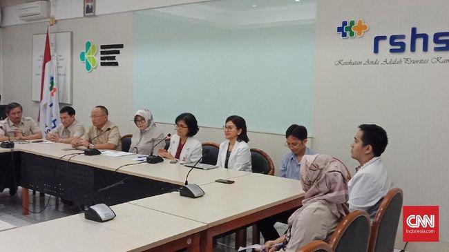 Pihak Rumah Sakit Hasan Sadikin (RSHS) Bandung angkat bicara soal seorang pasien asal China yang diduga terjangkit virus corona.