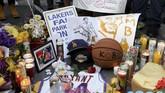Warga dunia berduka mengetahui kabar legenda NBA, Kobe Bryant meninggal dunia akibat kecelakaan helikopter di Los Angeles, Minggu (26/1) waktu setempat.
