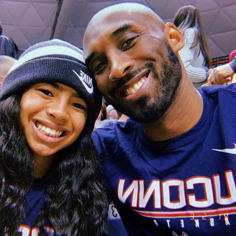 Namun, kali ini kebahagiaan tersebut hilang karena Kobe Bryant dan Gianna sudah meninggalkan keluarga kecil mereka dalam sebuah kecelakaan helikopter hari Minggu (26/1) waktu Los Angeles.