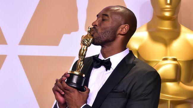 Penyelenggara Oscar akan menyiapkan momen khusus di malam penganugerahan untuk mengenang Kobe Bryant, legenda NBA yang meninggal pada Minggu (26/1).