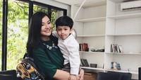 <p>Hingga kini, Eriska masih fokus mengurus anak dan menerima job yang tanpa mengharuskannya berpisah dengan anak. (Foto: Instagram @eriskarein)</p>