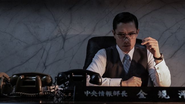 Film laga lokal seperti The Man Standing Next dan Hitman: Agent Jun berada di puncak box office Korea Selatan.