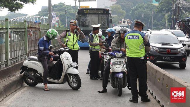 Direktorat Lalu Lintas Polda Metro Jaya bakal menilang pelanggar aturan ganjil genap secara manual maupun lewat sistem tilang elektronik (ETLE).