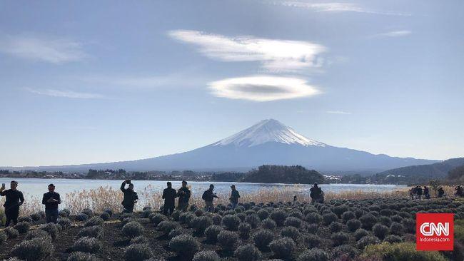 Musim dingin merupakan salah satu waktu terbaik untuk menikmati keindahan panorama Gunung Fuji di Jepang.
