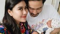 <p>Anak kembar mereka yang berjenis kelamin laki-laki dan perempuan itu diberi nama Zayn Sadavir Ezhilan Ismail dan Zunaira Alessia Safaraz Ismail. (Foto: Instagram @syahnazs)</p>