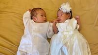 <p>Gemas banget! Zayn dan Zunaira terlihat seperti raja dan ratu sehari nih, he-he-he. (Foto: Instagram @syahnazs)</p>