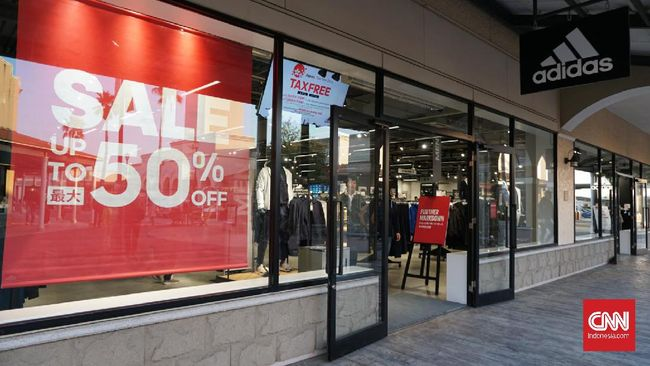 Di Ami Premium Outlets ada sekitar 150 toko pernak-pernik fesyen yang menawarkan harga miring untuk turis mancanegara.