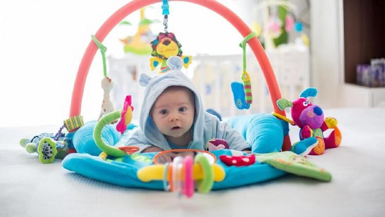 Punya bayi di rumah pasti seru banget, ya Bun. Tapi harus hati-hati memilih mainan untuknya. Simak yuk Bun, tips memilih mainan untuk bayi berikut.
