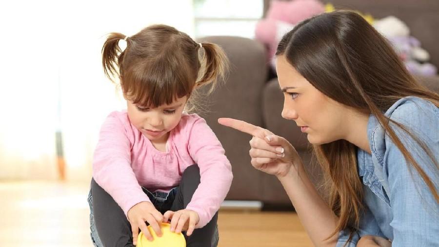Bisa Menyakiti Anak, Jangan Ucapkan 5 Perkataan Ini pada Si Kecil