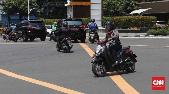 Kotak kuning atau yellow box junction (YBC) merupakan markah jalan yang bilang dilanggar diancam sanksi 2 bulan penjara atau Rp500 ribu.