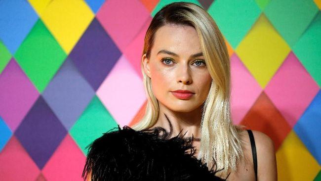 Margot Robbie mengatakan proses syuting Birds of Prey terasa berbeda dibanding film lain salah satunya karena lokasi lebih banyak didominasi perempuan.