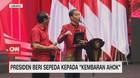 VIDEO: Presiden Beri Sepeda Kepada
