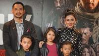 <p>Dari pernikahannya dengan Rara Wiritanaya, aktor Oka Antara dikaruniai tiga orang anak. (Foto: Instagram @oks_antara)</p>