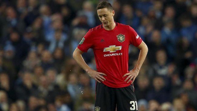 Gelandang Manchester United, Nemanja Matic meminta Paul Pogba untuk ikut membayar denda karena terlambat ikut pertemuan tim.