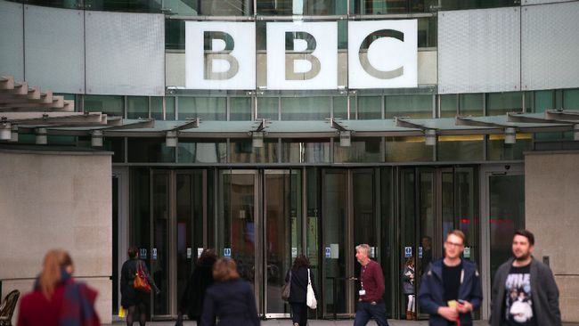 In this file photo taken on October 30, 2017 A general view of the headquarters of the British Broadcasting Corporation (BBC) in London on October 30, 2017. The BBC will axe 450 jobs in its newsroom as part of plans to adapt
