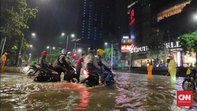 Lagi, Sejumlah Jalan di Surabaya Terendam Banjir