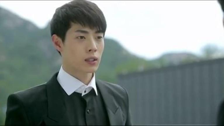 Meski mendapatkan peran yang cukup menyeramkan, tapi ternyata jika tujuh malaikat maut atau grim reaper di drama Korea berikut ini memiliki paras yang tampan.